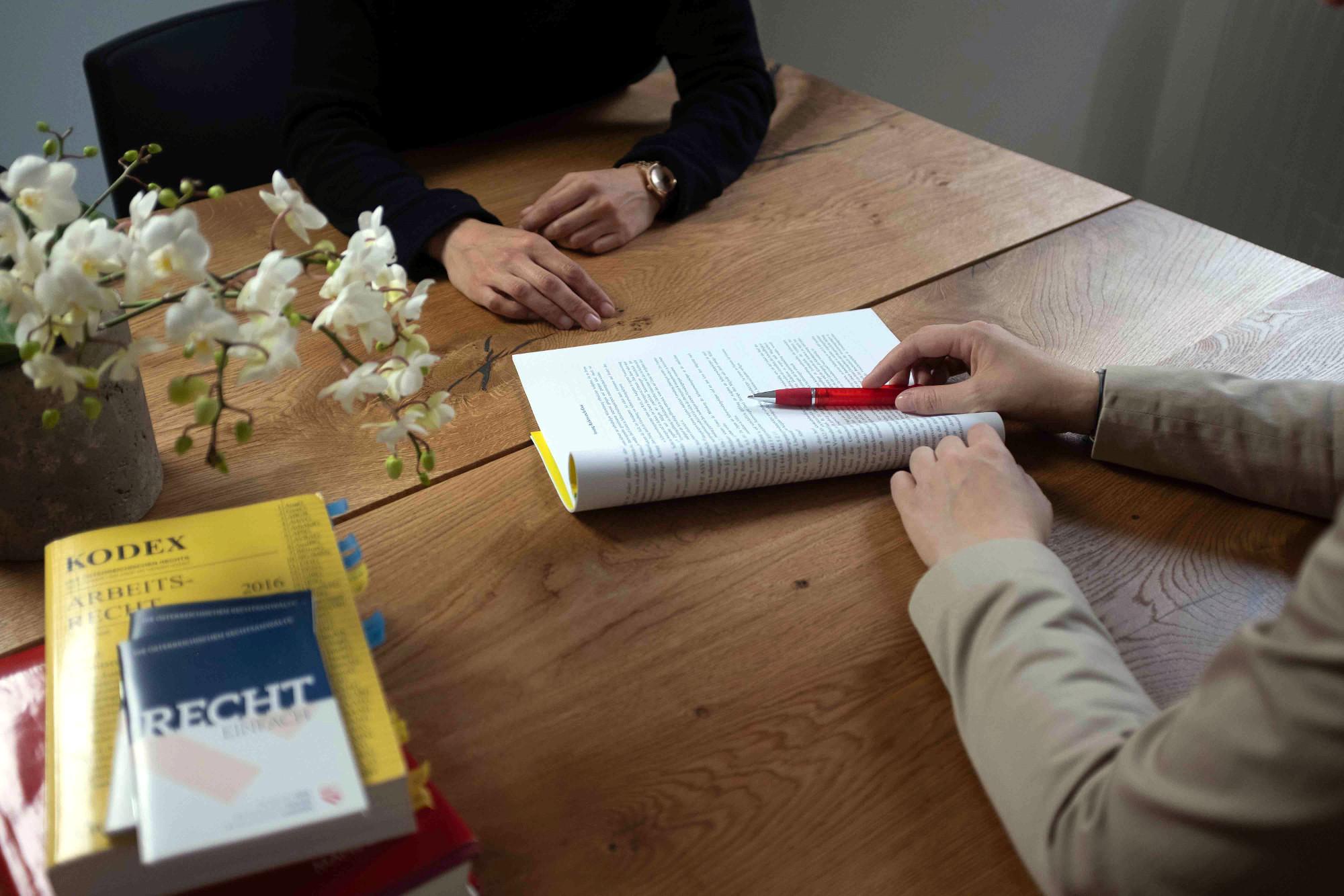 Rechtsanwalt Innsbruck Tirol! Vergütung nach rechtlichen Kriterien und Richtlinien in der Rechtsanwaltskanzlei Innsbruck Tirol, Mag. Anna Spiegl!